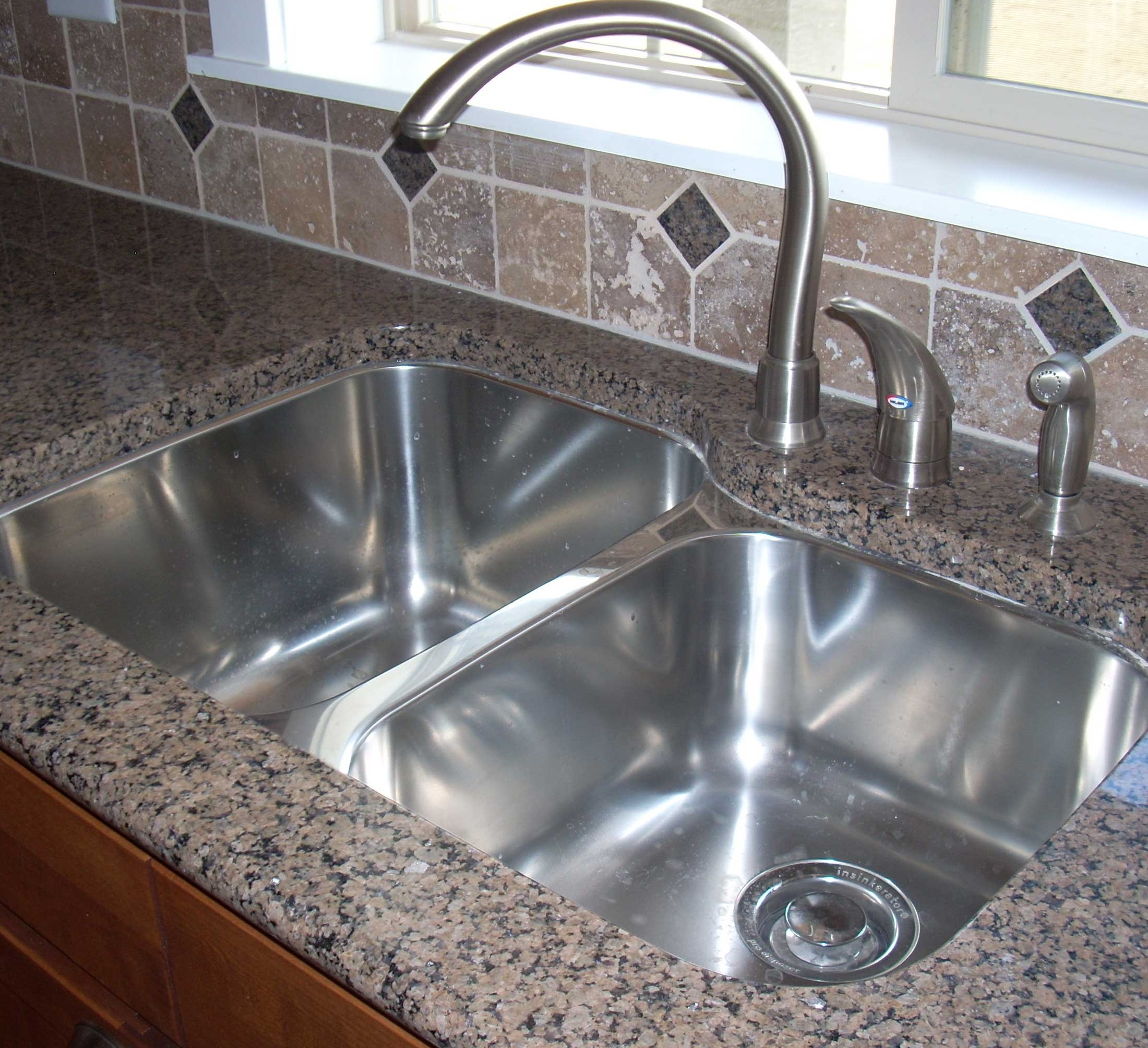 How Do You Clean A Smelly Kitchen Sink